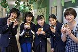 パンケーキ食べ女子.jpg
