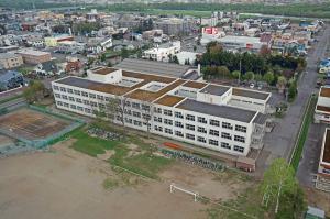 神居中学校2斜め高.jpg